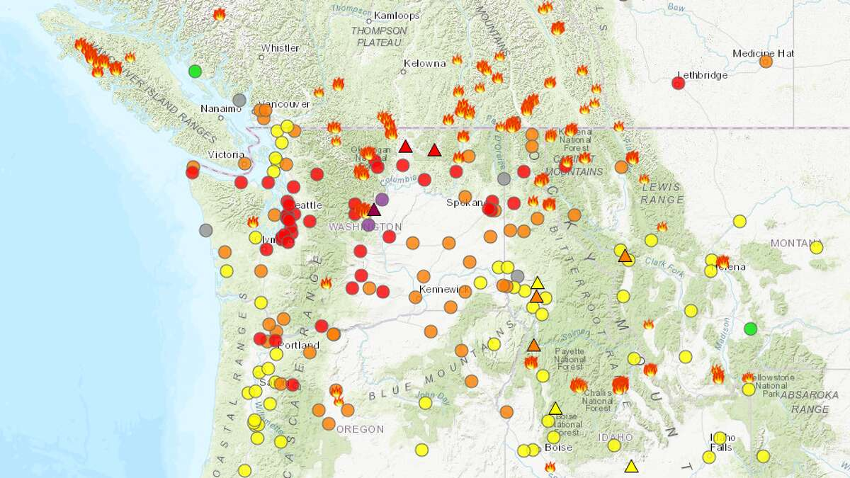 Fires on both sides of the border. Air quality throughout Washington around 2:30 p.m. on August 15, 2018.