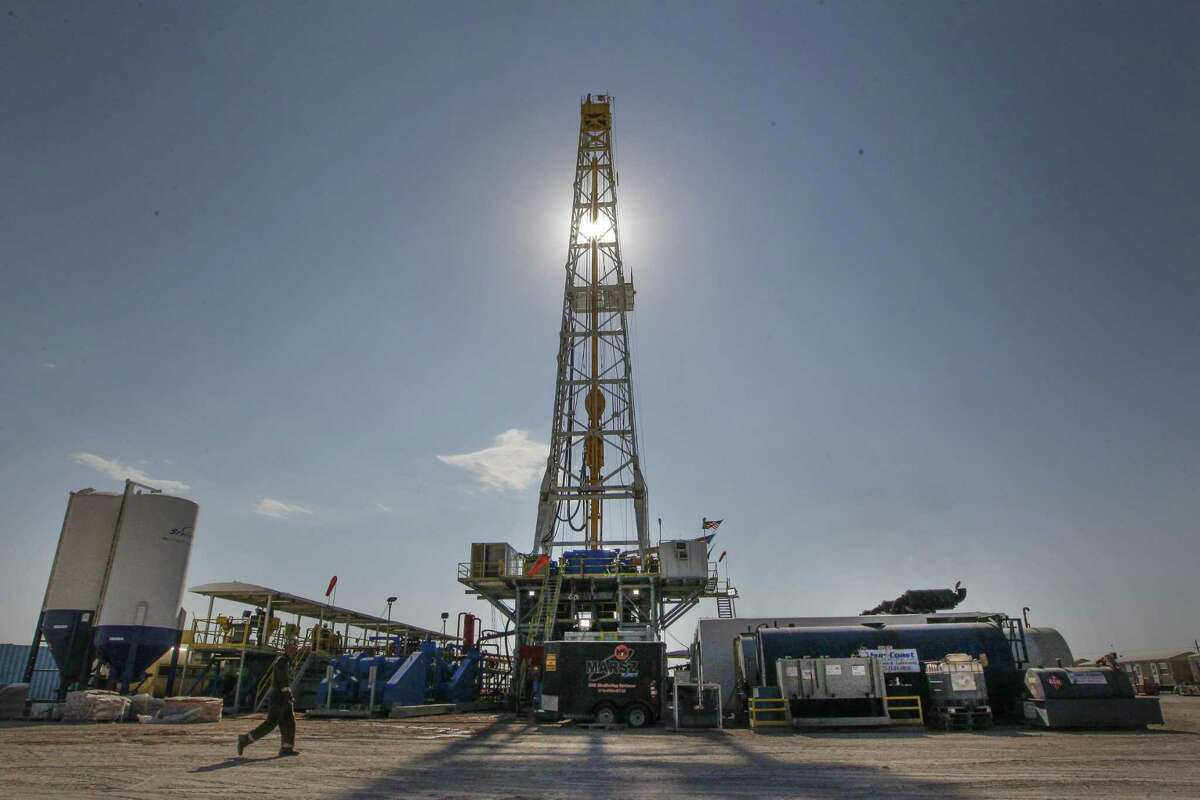 The U.S. rig count climbed higher this past week, the seventh-straight gain, in another sign of the industry's growing stability. ( Steve Gonzales / Houston Chronicle )
