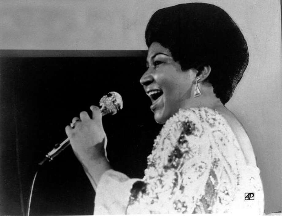 In this Jan. 28, 1972, file photo, vocalist Aretha Franklin sings a few notes into microphone. (AP Photo)