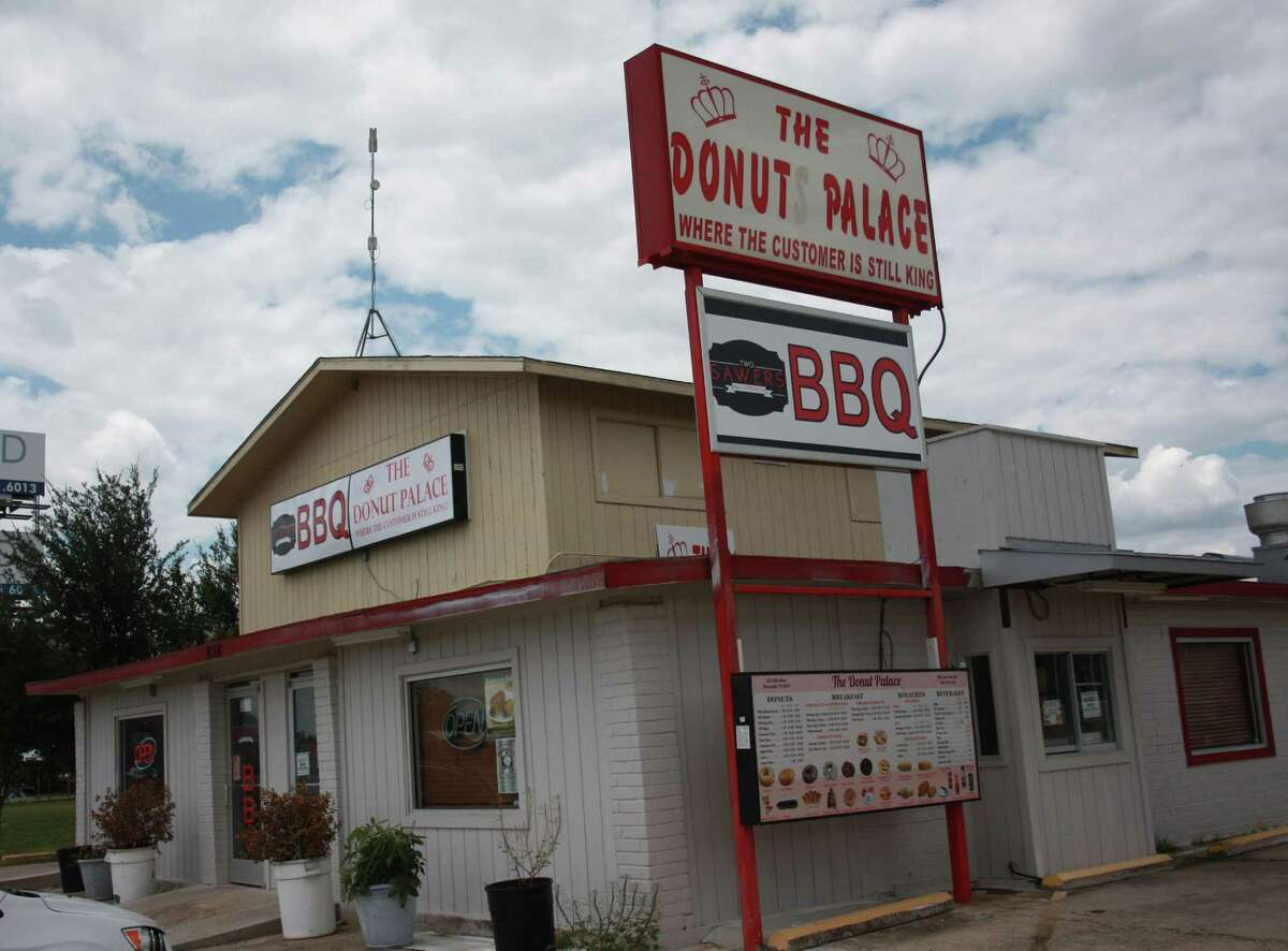 Two Sawers BBQ is located at 656 10th Street in Floresville and shares space with The Donut Palace. Two Sawers started as a food truck in 2015 and moved into the space in the summer of 2017.