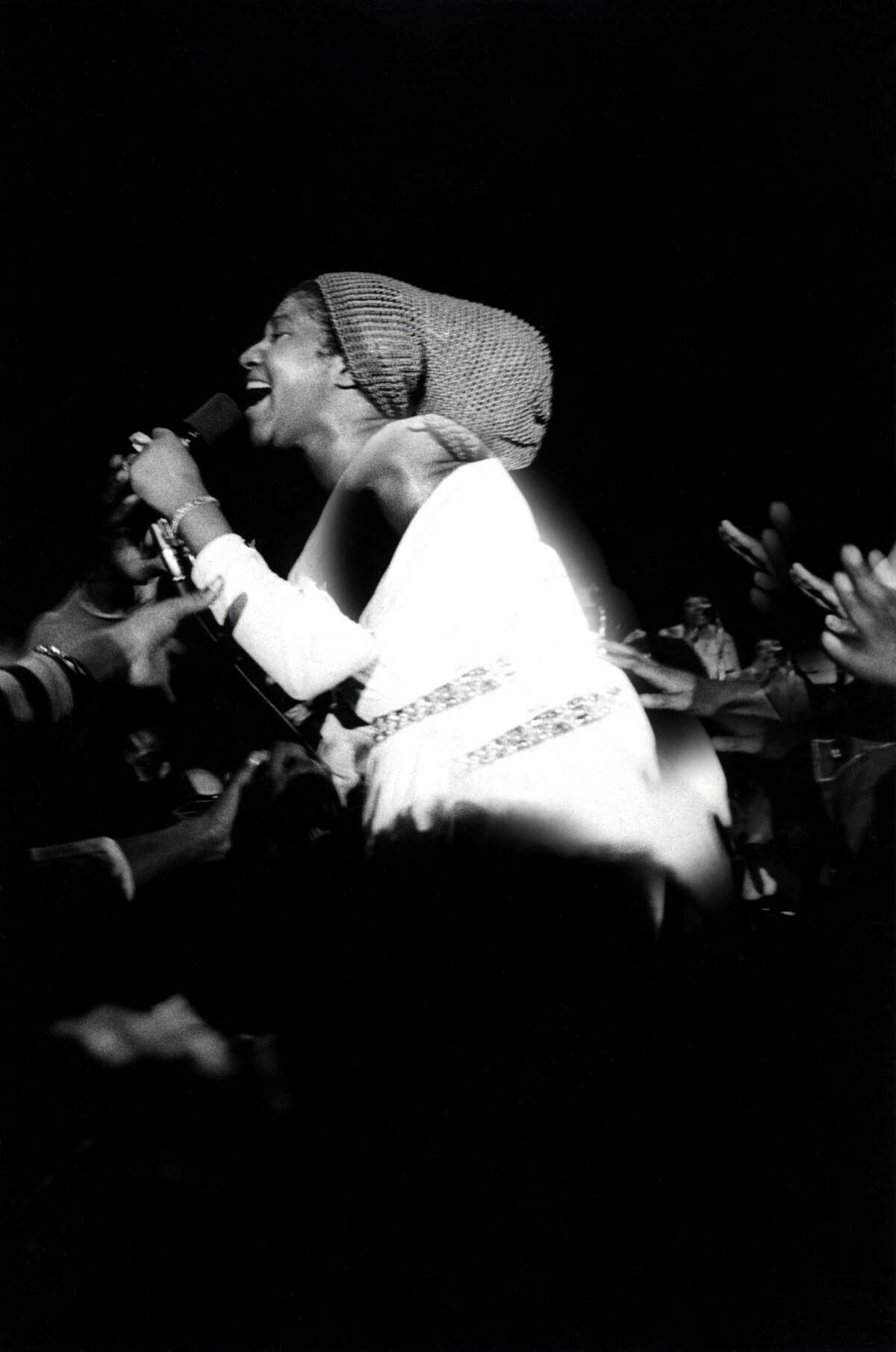 Singer Aretha Franklin performs at the Fillmore West on March 5, 1971 in San Francisco, California.