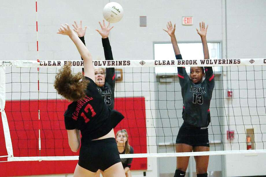 Clear Brook's Mayce Barker (15) and Kennedy Crutchfield (13) go high to block a shot by Houston Memorial's Lyla Traylor (17) Tuesday in a non-district match. Photo: Kirk Sides / Houston Chronicle / © 2018 Kirk Sides / Houston Chronicle