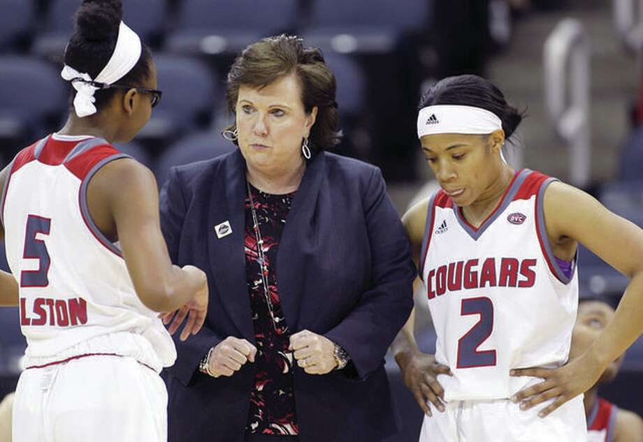 SIUE coach Paula Buscher, center, talks with players Jay'Nee Alston (5) and Nakiah Bell during a victory over Austin Peay in last season's Ohio Valley Conference Tournament in Evansville, Ind. SIUE announced its 2018-19 season schedule Thursday. The Cougars open the regular season Nov. 11 at home against Illinois State. Photo:       SIUE Athletics