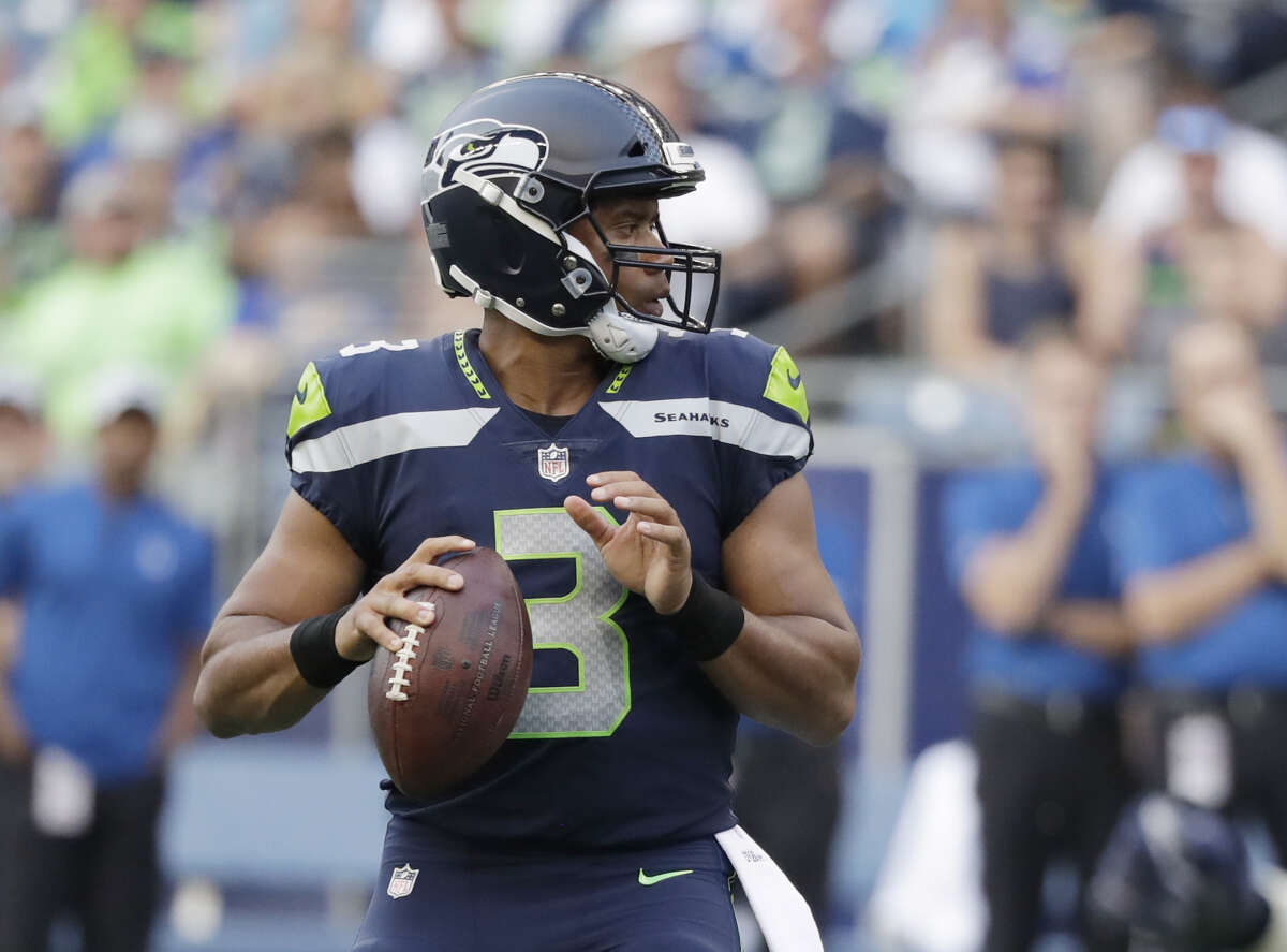 The Seahawks played Aretha Franklin's 'Respect' at training camp Thursday to honor the late music icon's life.