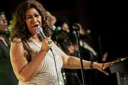 """FILE -- Aretha Franklin performs in New York on Oct. 22, 2013. Franklin, universally acclaimed as the ?""""Queen of Soul?"""" and one of America?'s greatest singers in any style, died on Aug. 16, 2018, at her home in Detroit, her representative, Gwendolyn Quinn, said. She was 76. (Karsten Moran/The New York Times)"""