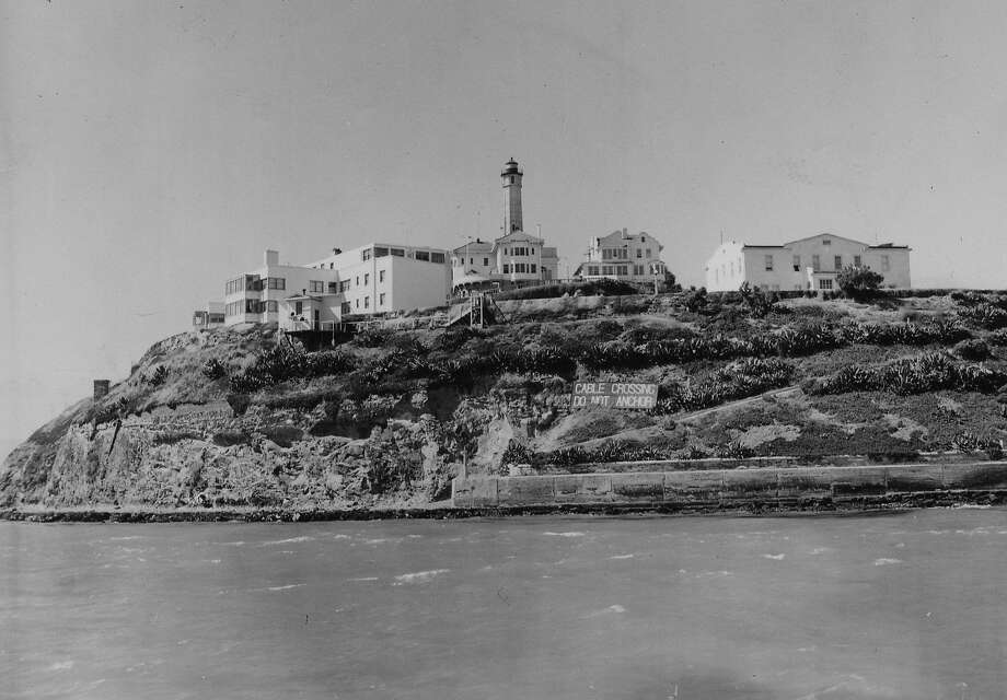 Alcatraz Federal Prison as seen from the south on Sept. 3, 1952. Photo: Barney Peterson / The Chronicle 1952