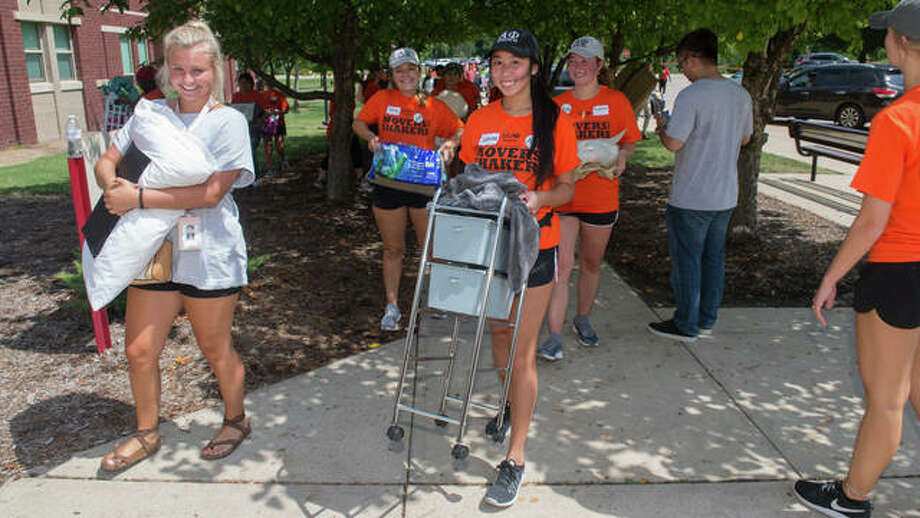 Movers and Shakers helped incoming freshmen move into their residence halls on Thursday, Aug. 16. Photo:       For The Telegraph