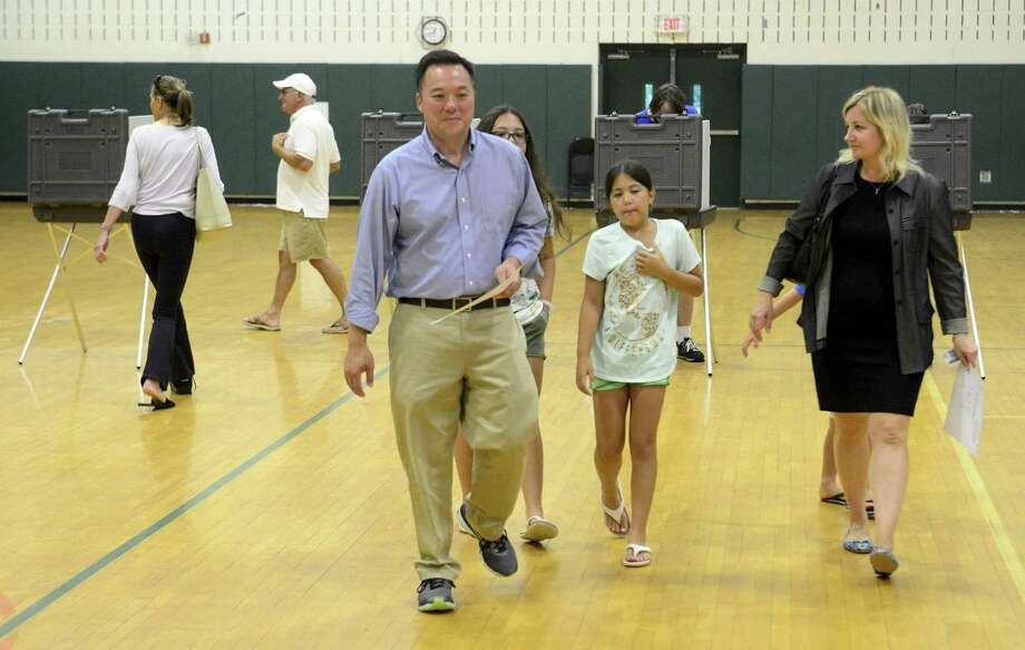 William Tong, Democratic candidate for Connecticut Attorney general, and his wife Elizabeth and children, cast their votes at the District 21 polling station set up in the Scofield Magnet Middle Schooll in Stamford, Conn. on August 14, 2018. Photo: Matthew Brown / Hearst Connecticut Media / Stamford Advocate