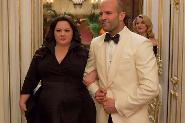"""Susan Cooper (Melissa McCarthy) and her fellow CIA operative Rick Ford (Jason Statham) pose as a ?""""happy?"""" couple as they go deep undercover to stop an arms dealer in ?""""Spy.?"""" Illustrates FILM-SPY-ADV05 (category e), by Ann Hornaday © 2015, The Washington Post. Moved Wednesday, June 3, 2015. (MUST CREDIT: Larry Horricks/Twentieth Century Fox.)"""