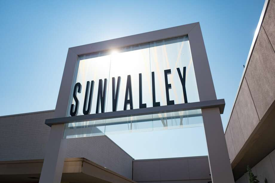 Six restaurants were closed at Sunvalley Mall this week due to rodent infestations, health officials said. Photo: Gado Images/Getty Images