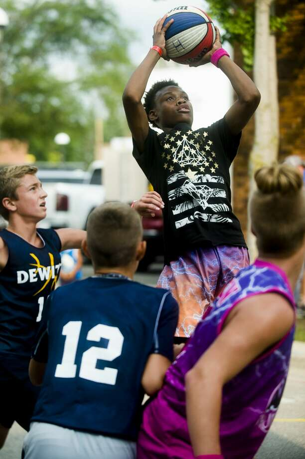 Coties Gillen of Grand Rapids, 13, plays in the Gus Macker three-on-three basketball tournament in downtown Midland on Saturday, Aug. 18, 2018. (Katy Kildee/kkildee@mdn.net) Photo: (Katy Kildee/kkildee@mdn.net)