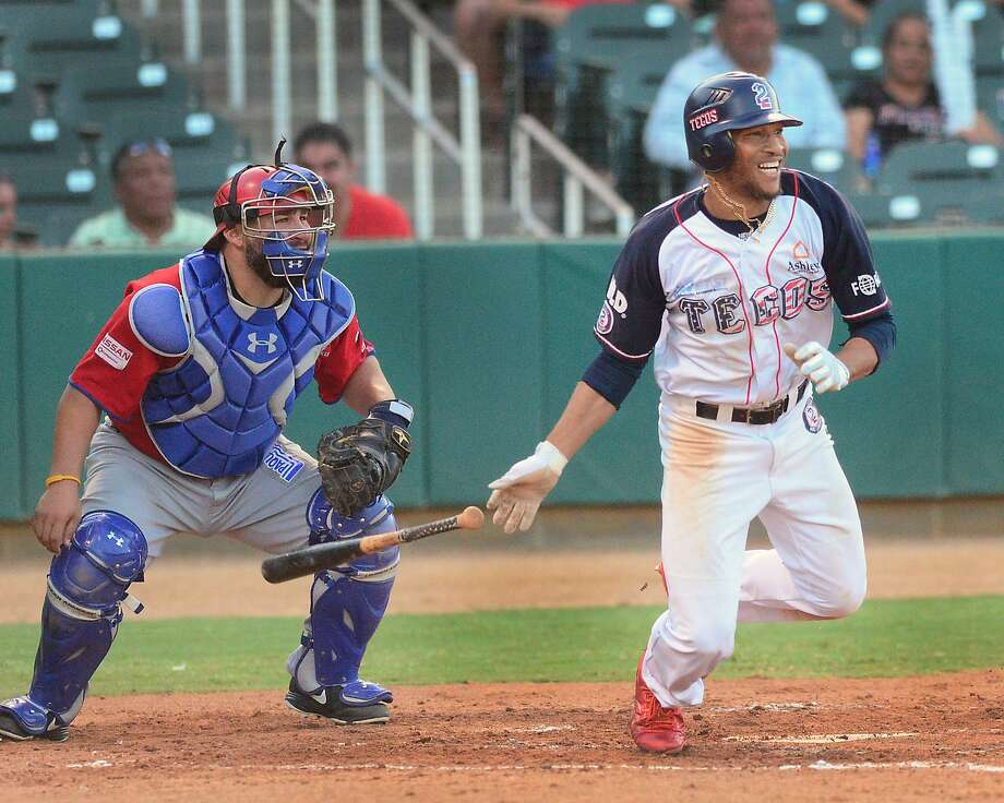 Johnny Davis was 2-for-4 Saturday as the Tecolotes Dos Laredos bounced back from a shutout loss with a 2-1 win over the Generales de Durango.1 Photo: Cuate Santos /Laredo Morning Times / Laredo Morning Times