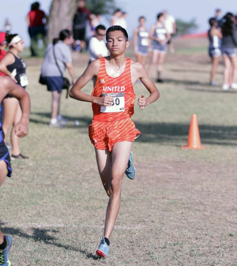 United's Alex Muñoz won the boys' individual title in the first Border Olympics cross country meet Saturday. Photo: Clara Sandoval /Laredo Morning Times