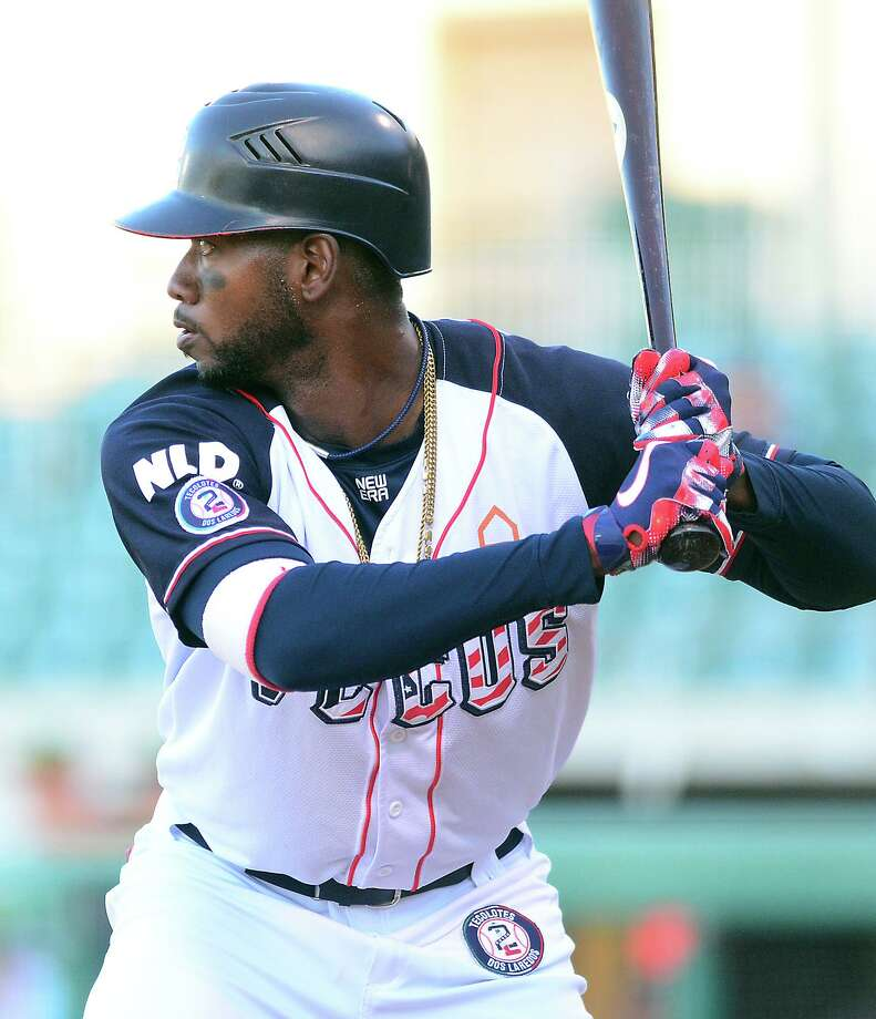 The Tecolotes confirmed Tuesday that All-Star right fielder Domonic Brown is retiring. Brown had 25 home runs and 75 RBIs in 88 games last season. Photo: Cuate Santos / Laredo Morning Times File / Laredo Morning Times