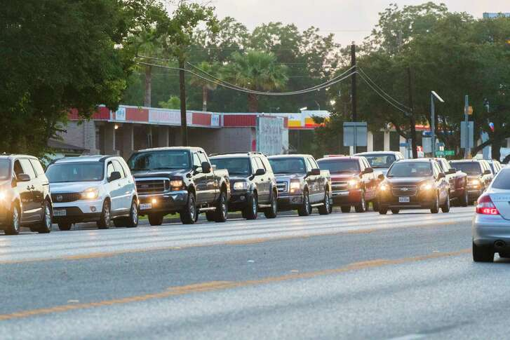 A line of cars wait in line to drop Santa Fe High School students at the school during the first day of classes, Monday, Aug. 20, 2018, in Santa Fe.