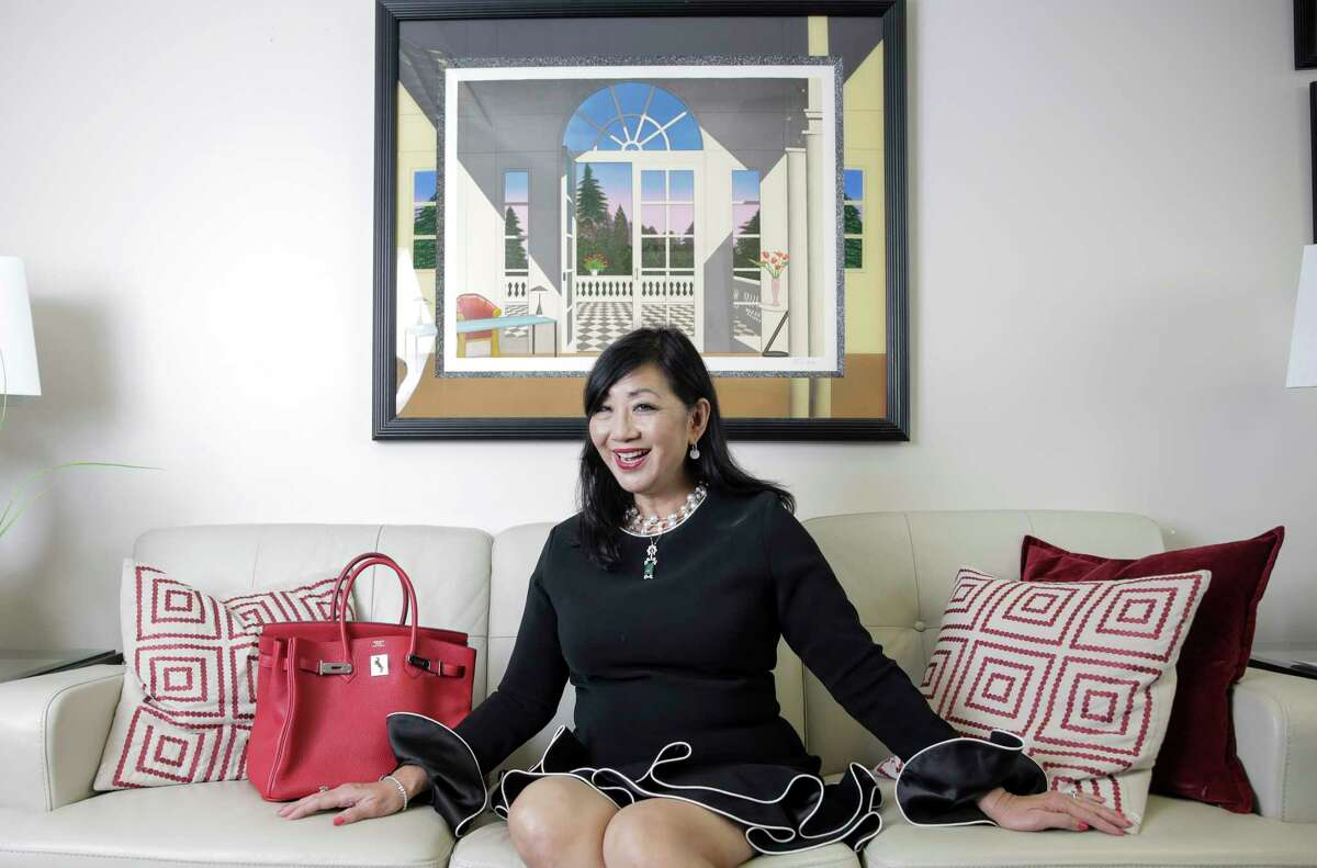Dr.Alice Mao is a former fashion model who grew up in Singapore and Dallas.