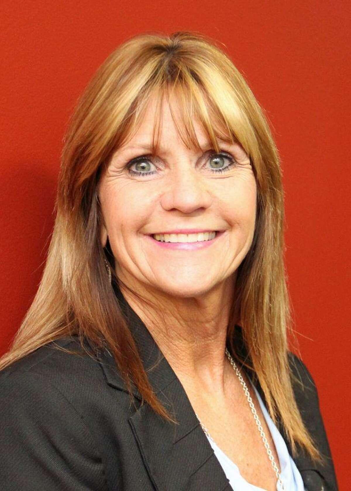 39. Dawson High School Principal: Kelly Holt Salary:$132,660.00 School district: Pearland ISD