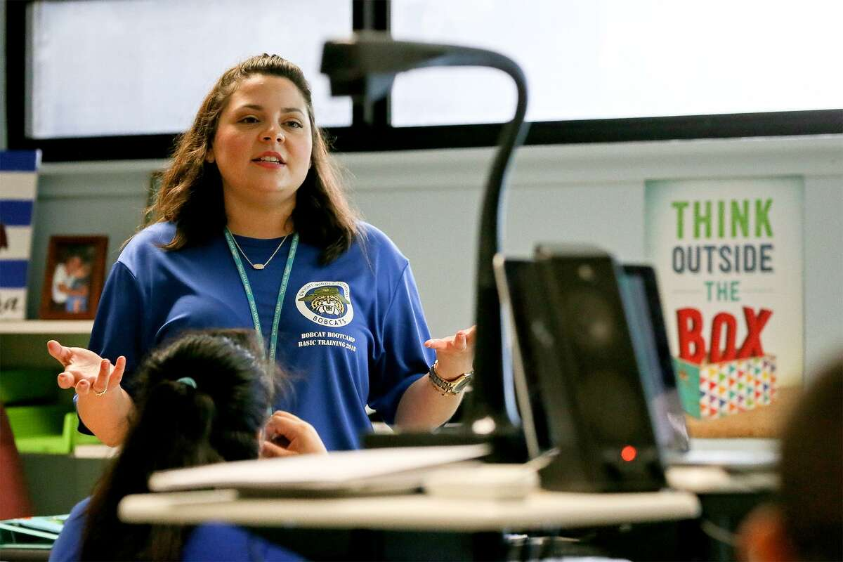 Ashley Barrera teaches students in her 6th-grade Advanced STEM Science class Dwight Middle School on the first day of school on Monday, Aug. 20, 2018. Hundreds of students, about half of all South San incoming sixth graders, have enrolled in the middle school academies, which will allow students to specialize in STEM, health science or fine arts and challenge them with advanced coursework.