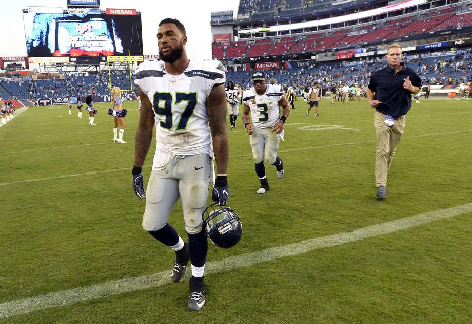bf3d16b1ed7 Ian Rapoport of the NFL Network reported Monday that defensive end Marcus  Smith is leaning toward