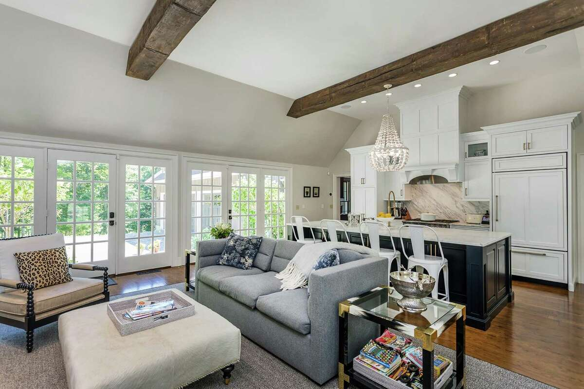 Donna Benedetto's team created this weekend home for a New York City-based couple.