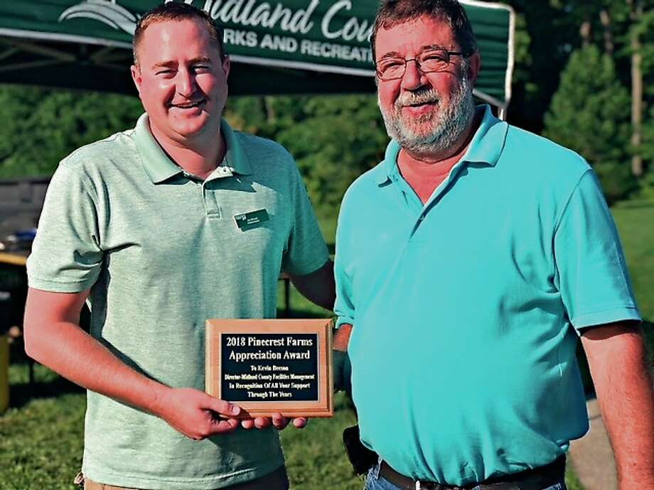 Midland County Facilities Director Kevin Beeson, right, was presented the 2018 Pinecrest Farms Appreciation Award by Pinecrest Administrator Joe Blewett at the recent Pinecrest Pig Roast and Community Picnic. Photo: Photo Provided/Rob Maxwell