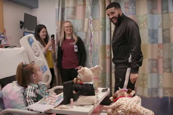 Drake visited 11-year-old Sofia Sanchez on Monday at the Lurie Children's Hospital during his tour's stop in Chicago.