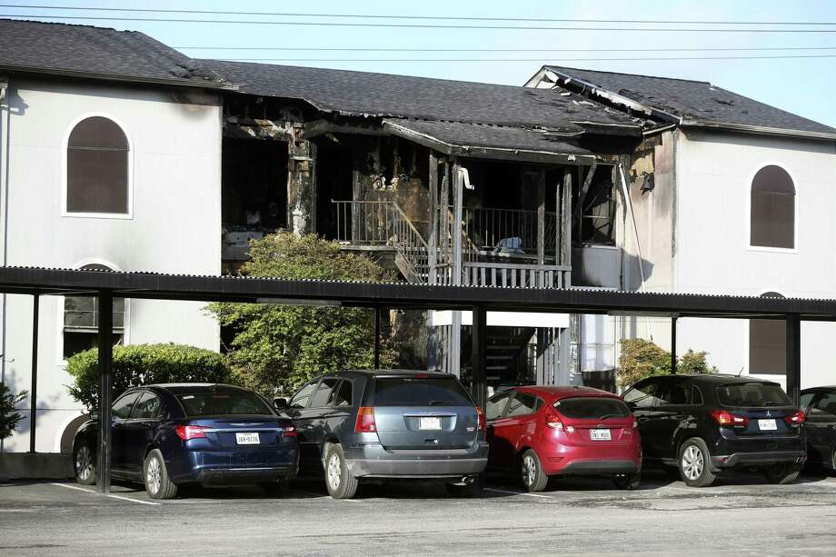 The remnants of a fatal fire at the Ashler Oaks Apartments are seen Tuesday morning, Aug. 21, 2018 the morning after a two-alarm fire swept through the building. Photo: William Luther, Staff Photographer / San Antonio Express-News / © 2018 San Antonio Express-News
