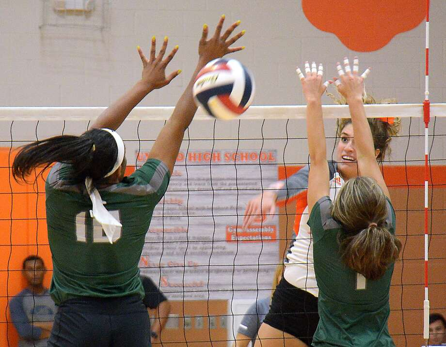 Lauren Arzuaga had a team-high 22 kills on Tuesday night for United, but the Lady Longhorns lost in four sets at home to San Antonio Reagan. Photo: Cuate Santos / Laredo Morning Times / Laredo Morning Times