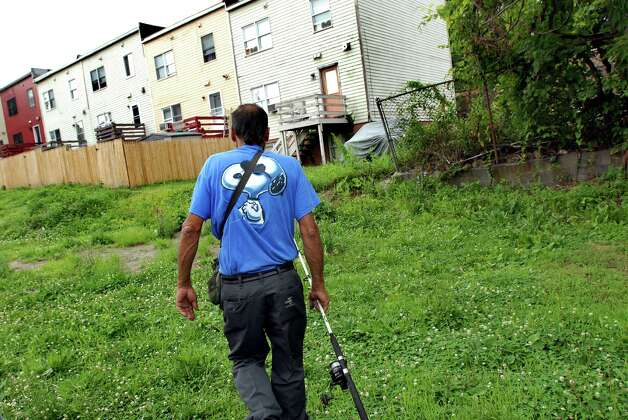 "Samuel ""Poppy"" Baez walks through the back way as he heads back home on July 24, 2009, in Albany, N.Y. (Cindy Schultz / Times Union) Photo: CINDY SCHULTZ"