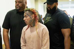 HOUSTON, TX - AUGUST 22:  Tekashi69  arrives for his arraignment on assault charges in County Criminal Court #1 at the Harris County Courthouse on August 22, 2018 in Houston, Texas.  (Photo by Bob Levey/Getty Images)