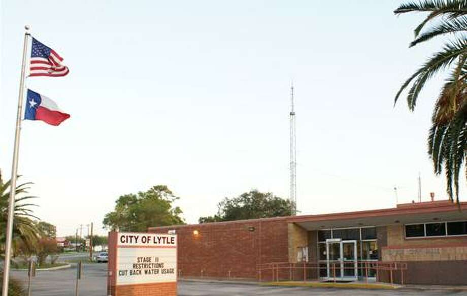 Lytle City Hall will be a bustling place in September as Mayor Pro-Tem Ruben Gonzalez seeks to collect 300 signatures fro registered voters in Lytle. Photo: Google Earth