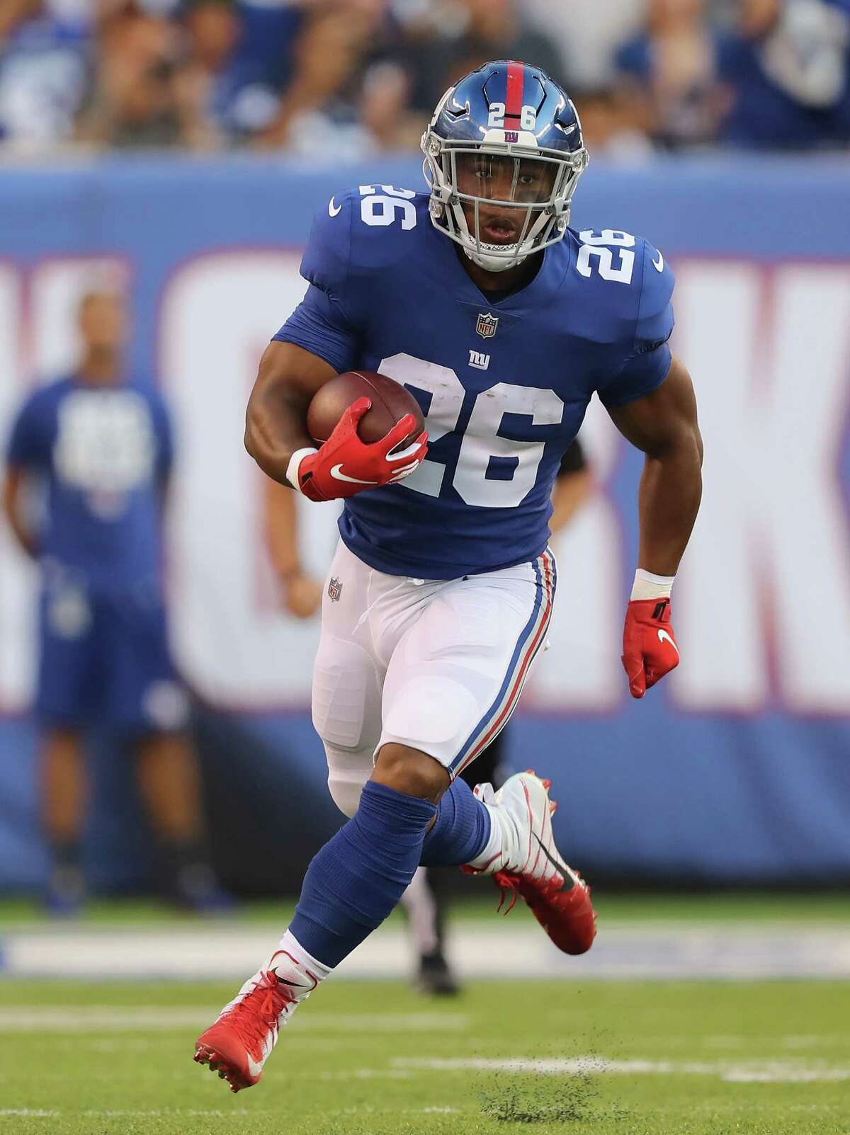 EAST RUTHERFORD, NJ - AUGUST 09: Saquon Barkley #26 of the New York Giants carries the ball in the first quarter against the Cleveland Browns during their preseason game on August 9,2018 at MetLife Stadium in East Rutherford, New Jersey. (Photo by Elsa/Getty Images)