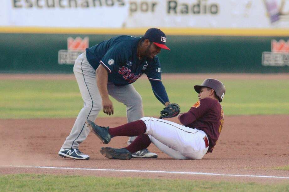 The Tecolotes Dos Laredos failed to even their series with Saraperos de Saltillo on Wednesday night losing 10-7 on the road. Third baseman Daniel Mayora went 3-for-5 with a home run and a season-high five RBIs. Photo: Courtesy Of The Tecolotes Dos Laredos, File