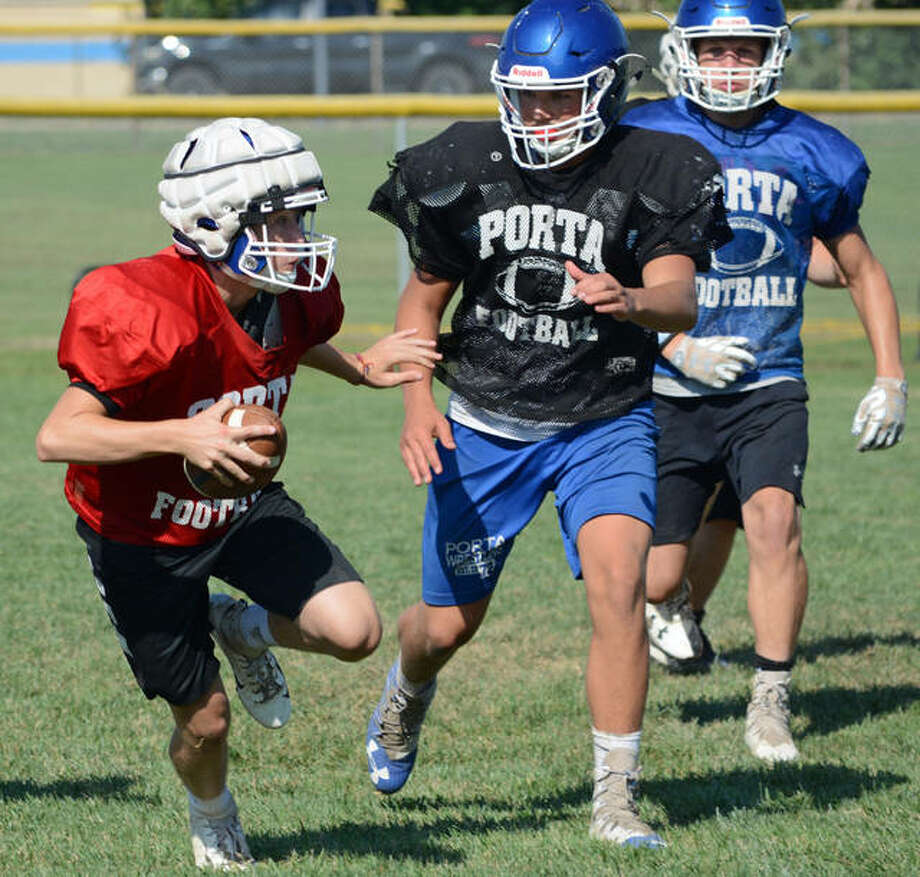 Members of the PORTA/A-C Central football team run a play during a recent practice. Photo: David Blanchette | Journal-Courier