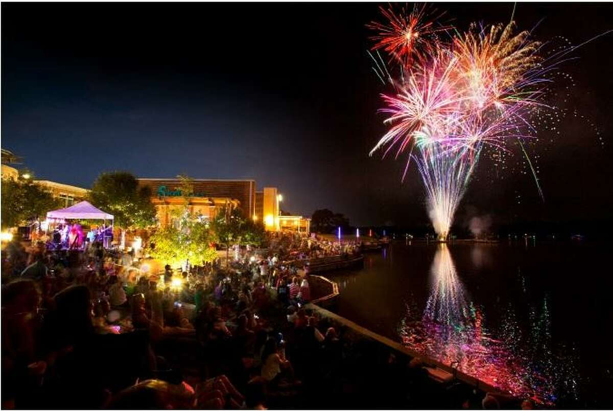 New Year, New Harbor Dec. 31 1660 W Lake Houston Parkway, Kingwood Kings Harbor will celebrate its grand reopening by ringing in 2019 with this community event featuring live music, fireworks and more.