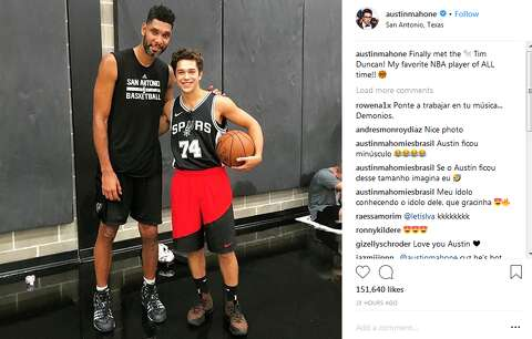 d4304d68cc8  p Popstar Austin Mahone hung out with Tim Duncan and Bryn Forbes at the