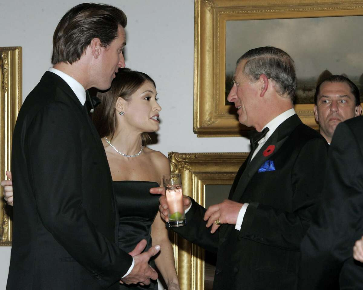 San Francisco Mayor Gavin Newsom (L) and his wife Kimberly Guilfoyle Newsom (2nd L) talk to Britain's Prince Charles (2nd R) in a gallery of a museum in San Francisco, California November 7, 2005. Prince Charles and his wife Camilla, Duchess of Cornwall, are on an eight-day tour of the United States. Picture taken November 7, 2005. REUTERS/Mark Costantini/Pool
