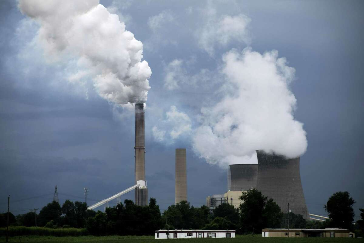 Steam billows from the coal-fired Gavin Power Plant in Cheshire, Ohio, Aug. 21, 2018. The Trump administration unveiled its overhaul of pollution rules for coal-fired power plants, and its analysis shows an increase of up to 1,400 premature deaths annually. (Maddie McGarvey/The New York Times)