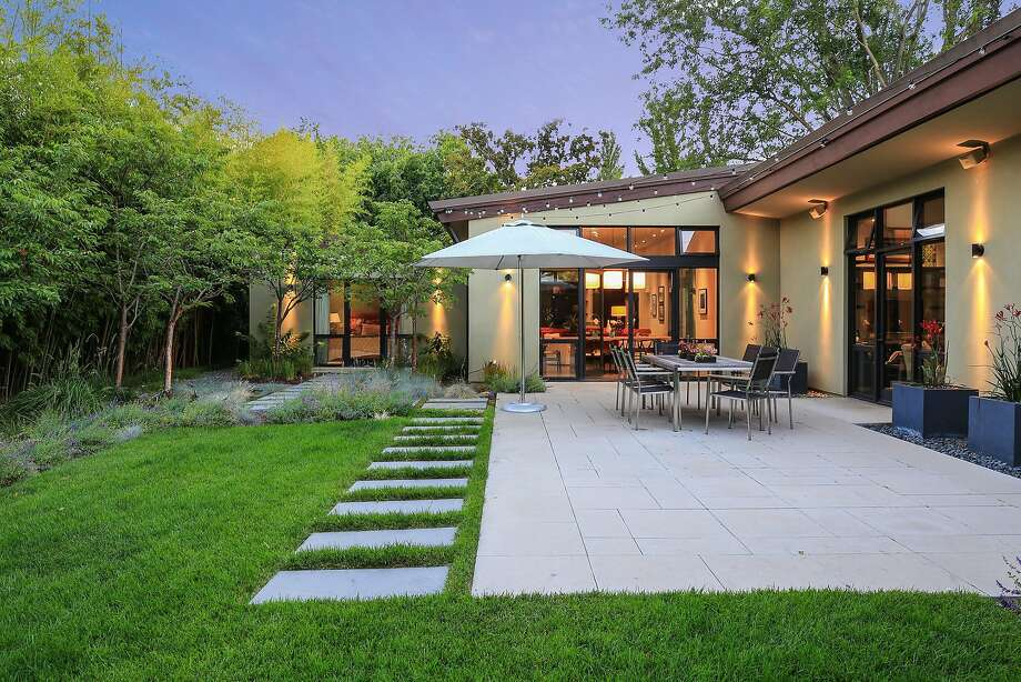 Four Bedroom With Abundant Indoor/outdoor Living Open Sunday In Palo Alto