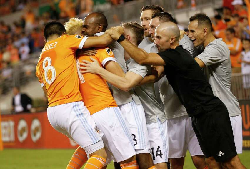 Houston Dynamo Ronaldo Pena (21) celebrates his goal his teammates during a MLS game Thursday, Aug. 23, 2018, in Houston.