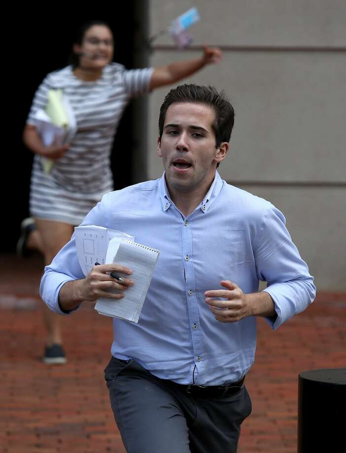 Reporters run from the Albert V. Bryan United States Courthouse with news of the verdict in the case of former Trump campaign chairman Paul Manafort August 21, 2018 in Alexandria, Virginia. Manafort was found guilty on 8 out of 18 counts of bank and tax fraud as part of special counsel Robert Mueller's investigation into Russian interference in the 2016 presidential election. Photo: Win McNamee/Getty Images