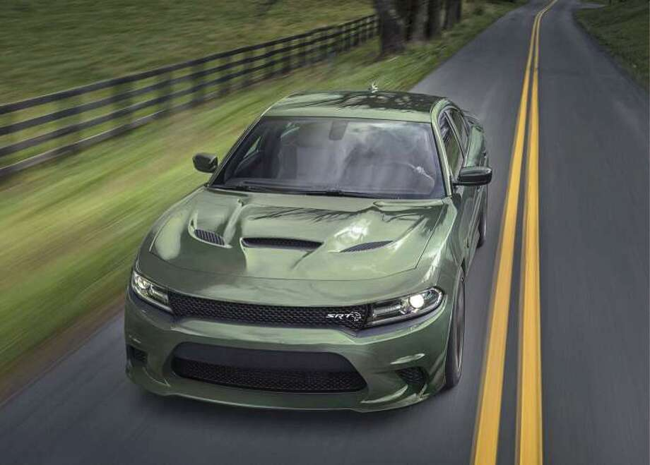Dodge Charger Srt Hellcat Comes With A Supercharged 707 Horsepower V