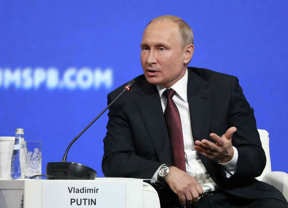 Putin's Economic Armor Suffers Cracks in Showdown Over Sanctions