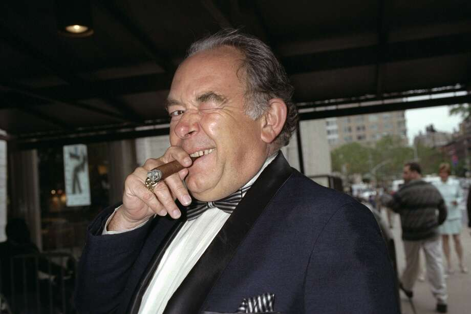 "Robin Leach arriving for the 25th Annual Fifi Awards at Avery Fisher Hall. Leach, whose voice crystalized the opulent 1980s on TV's ""Lifestyles of the Rich and Famous,"" has died, Friday, Aug. 24, 2018. Photo: New York Daily News Archive/NY Daily News Via Getty Images / 1997/Daily News, L.P. (New York)"