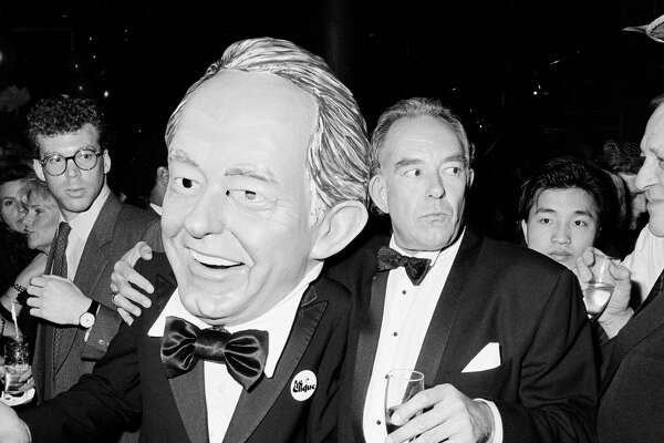 Robin Leach Engaging Host Of Tvs Lifestyles Of The Rich And