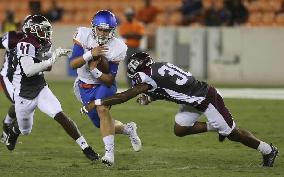 Houston Baptist Huskies quarterback Bailey Zappe (11) carries the ball while Texas Southern Tigers linebacker Demontario Anderson (41) and defensive back Archie Rice (30) are trying to stop him during the second quarter of the game at BBVA Compass Stadium Thursday, Sept. 7, 2017, in Houston. ( Yi-Chin Lee / Houston Chronicle ) Photo: Yi-Chin Lee/Houston Chronicle