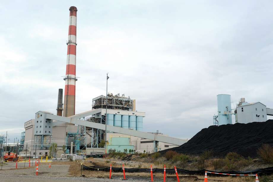 The old coal and oil-fired power plant at PSEGs Bridgeport Harbor Station in Bridgeport, Nov. 1, 2017. Photo: Ned Gerard / Hearst Connecticut Media / Connecticut Post