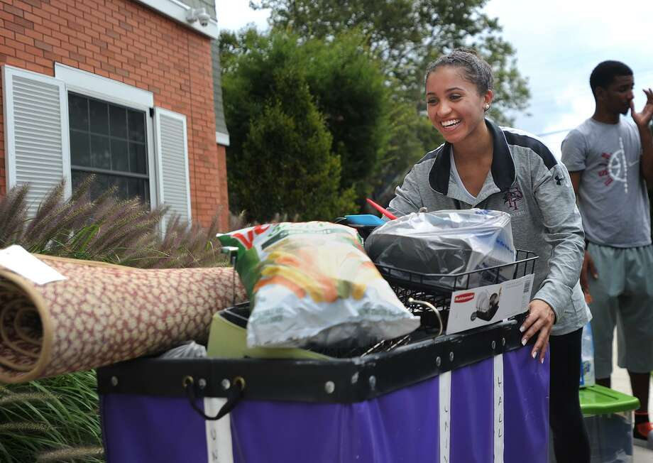 Senior Sarah Middleton, of Barrington, RI, moves in her second car load of possessions to her dorm  at the University of Bridgeport  on Wednesday . Photo: Brian A. Pounds / Hearst Connecticut Media / Connecticut Post