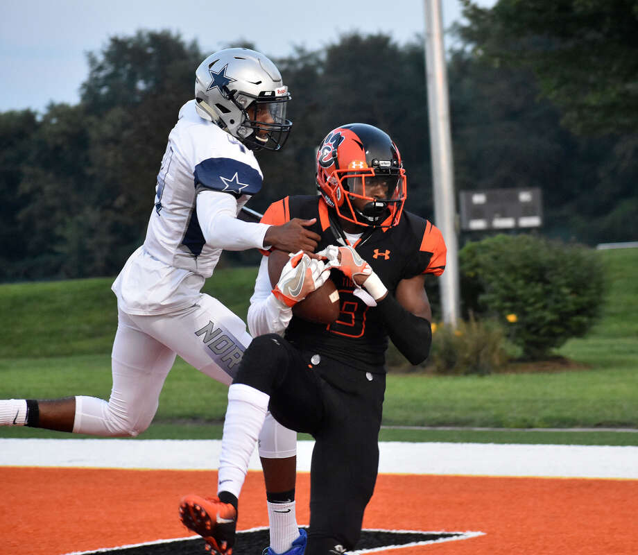 Edwardsville's LaVontas Hairston hauls in the first of his two touchdowns. Photo: Matthew Kamp