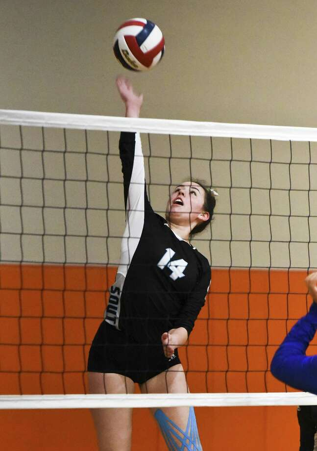 Ariana Guerra and United South won their pool going 4-0 on Friday to begin the Lady Longhorn Volleyball Tournament. Photo: Danny Zaragoza /Laredo Morning Times / Laredo Morning Times